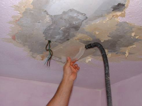 How to strip wallpaper painting decorating for How hard is it to remove wallpaper