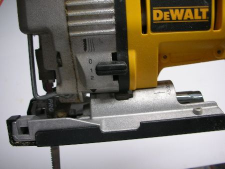 Dewalt dw933 18 volt jigsaw reviews power tools dewalt dw933 side view greentooth Choice Image