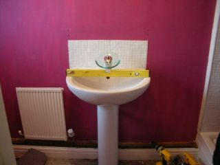 spirit level basin pedestal